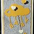 carte de naissance unisexe en jaune et gris avec nuage et touche de broderie