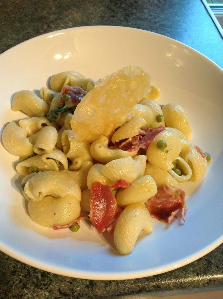 Pipe Rigate aux petits pois, jambon ibérique et sauce parmesan de Margaux