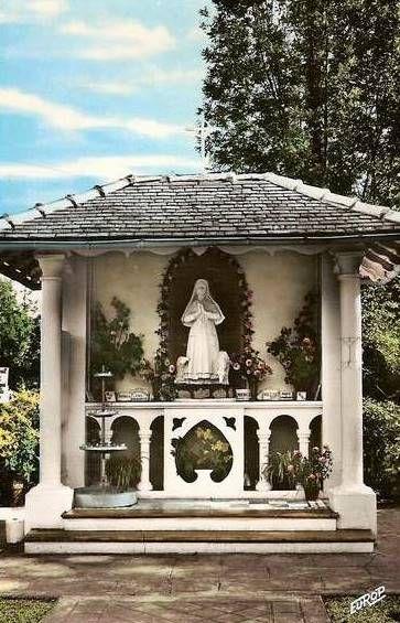 Bartrès, monument de Sainte Bernadette