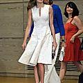 Letizia et kate middleton unies par la robe blanche