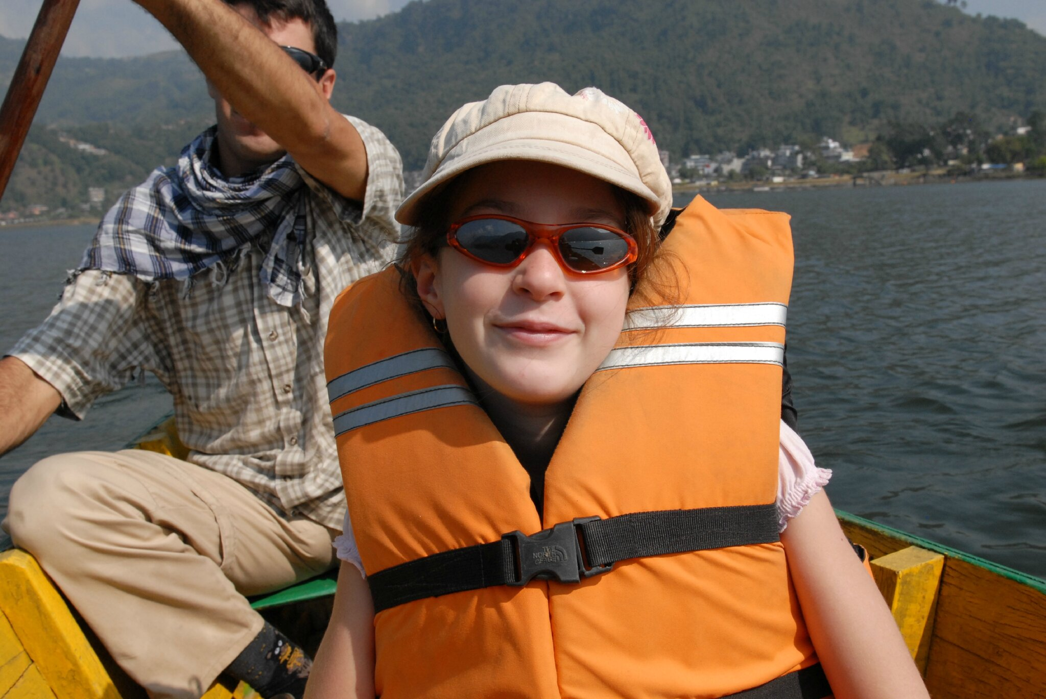 promenade en barque sur le Phewa Lake à Pokara