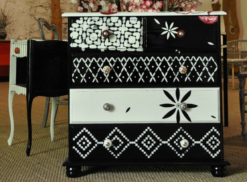 le nouveau meuble de caisse du salon autrement coiffeurs cr ateurs valence lyvie comba. Black Bedroom Furniture Sets. Home Design Ideas
