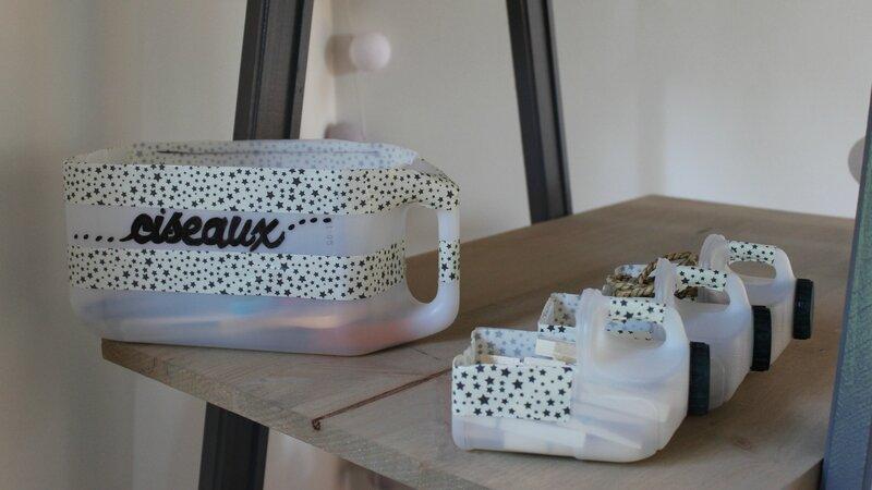 comment faire des rangements avec des bidons en plastique id e r cup pour ranger un atelier. Black Bedroom Furniture Sets. Home Design Ideas