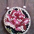 collier rose canevas juin 2013