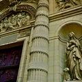 Détail de la façade de l'église Saint-Etienne du Mont.