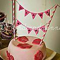 Gâteau pâte à sucre avec banderolle et fanions by Sophie