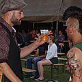 Zeppo savoure sa bière après son concert