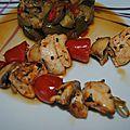 Petites brochettes de poulet mariné à l'ail et au citron