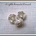 perle cristal avec fleurs blanches