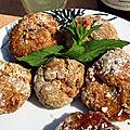 Mini boules sablées coco, fourrées à la confiture de gingembre et aux cerises noires