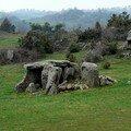 dolmen (allée couverte de la Grotte) à Cournols